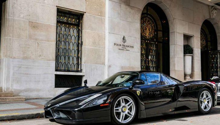 Metà moto, metà Ferrari Enzo: il risultato è un disastro - Foto 3 di 10