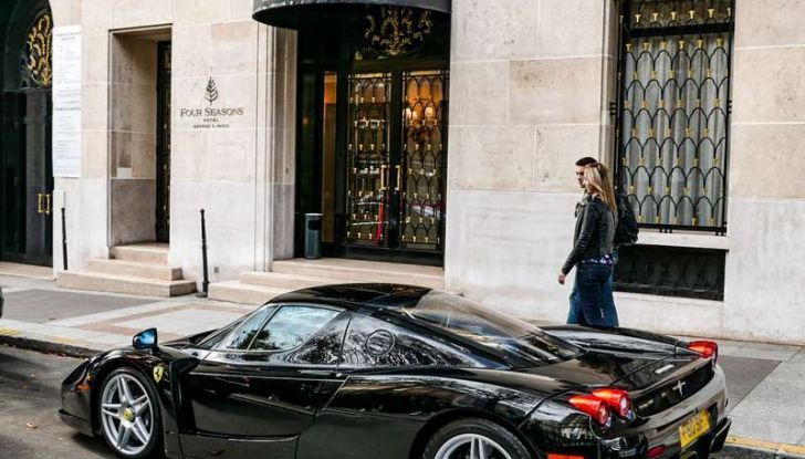 Metà moto, metà Ferrari Enzo: il risultato è un disastro - Foto 6 di 10