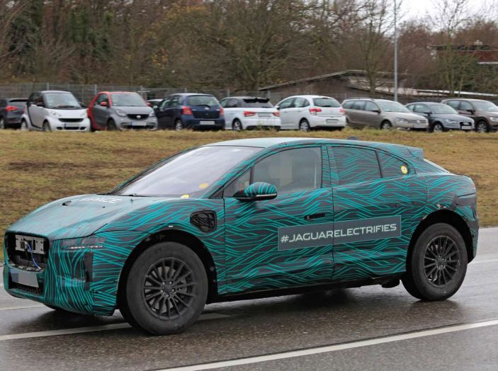 Jaguar I-PACE, test drive in Svezia del crossover elettrico - Foto 1 di 19