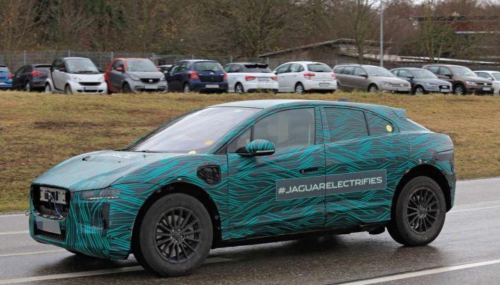 Jaguar I-PACE, il SUV elettrico impegnato nei test su strada - Foto 1 di 19