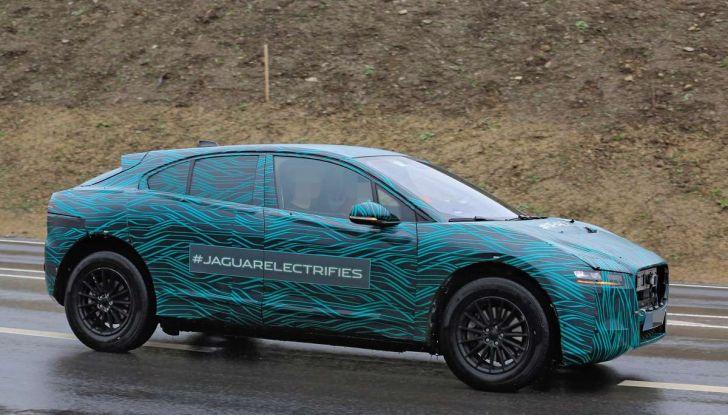 Jaguar I-PACE, il SUV elettrico impegnato nei test su strada - Foto 5 di 19