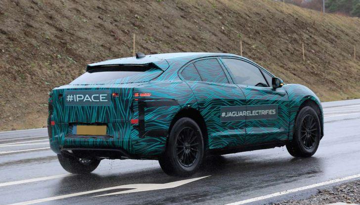 Jaguar I-PACE, il SUV elettrico impegnato nei test su strada - Foto 15 di 19