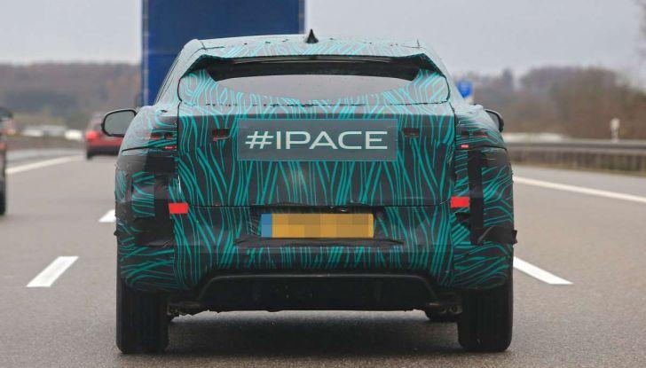 Jaguar I-PACE, il SUV elettrico impegnato nei test su strada - Foto 19 di 19