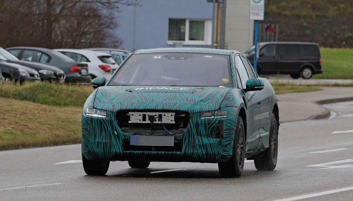 Jaguar I-PACE, il SUV elettrico impegnato nei test su strada - Foto 18 di 19