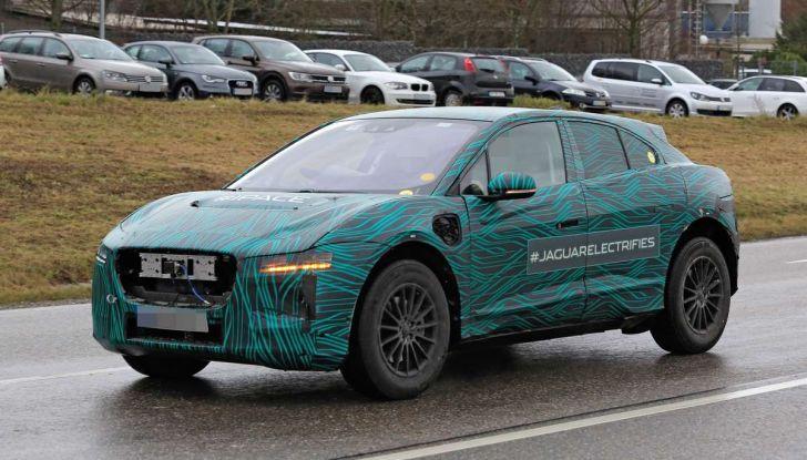 Jaguar I-PACE, il SUV elettrico impegnato nei test su strada - Foto 16 di 19