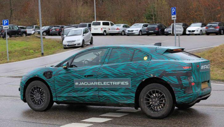 Jaguar I-PACE, il SUV elettrico impegnato nei test su strada - Foto 3 di 19