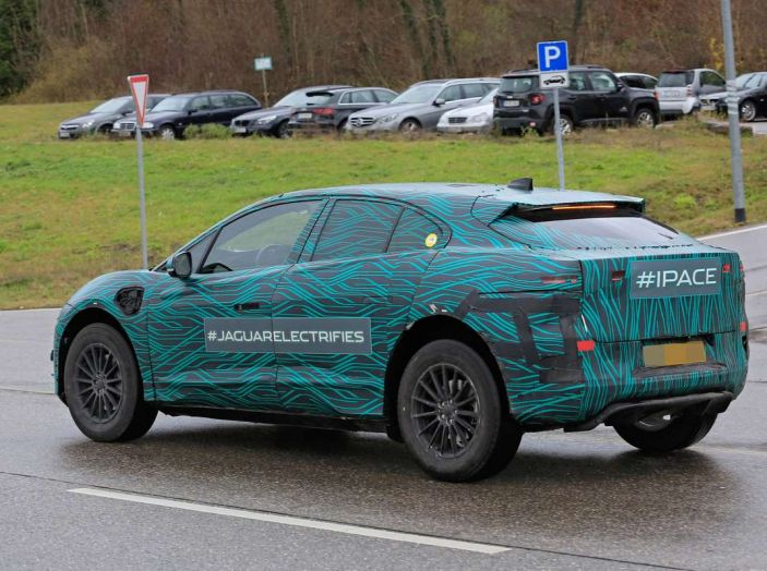 Jaguar I-PACE, test drive in Svezia del crossover elettrico - Foto 4 di 19