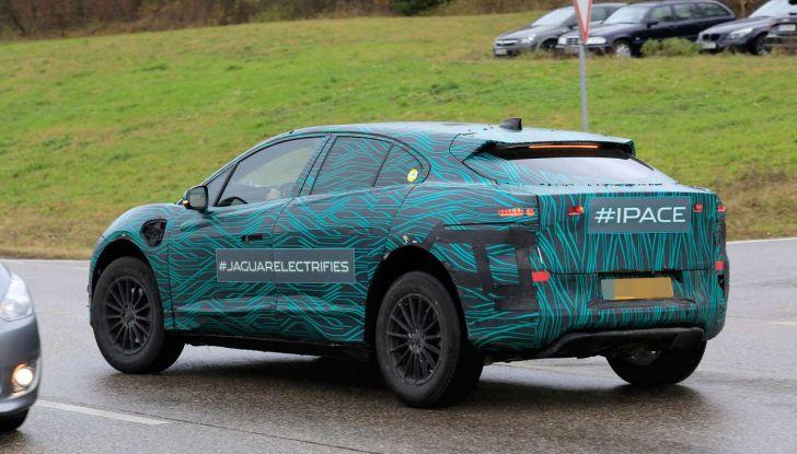 Jaguar I-PACE, il SUV elettrico impegnato nei test su strada - Foto 6 di 19