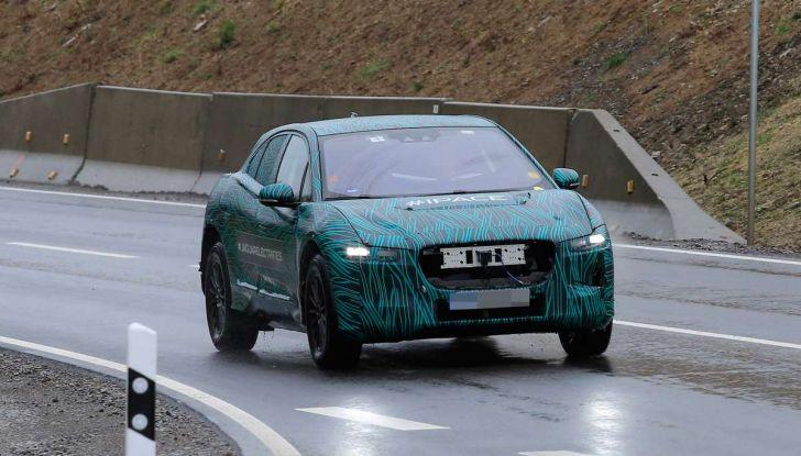 Jaguar I-PACE, il SUV elettrico impegnato nei test su strada - Foto 7 di 19