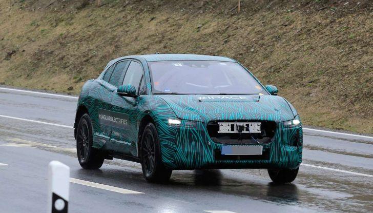 Jaguar I-PACE, il SUV elettrico impegnato nei test su strada - Foto 10 di 19