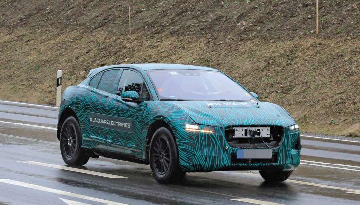 Jaguar I-PACE, il SUV elettrico impegnato nei test su strada - Foto 11 di 19