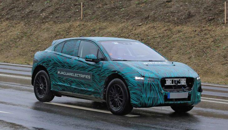 Jaguar I-PACE, il SUV elettrico impegnato nei test su strada - Foto 2 di 19