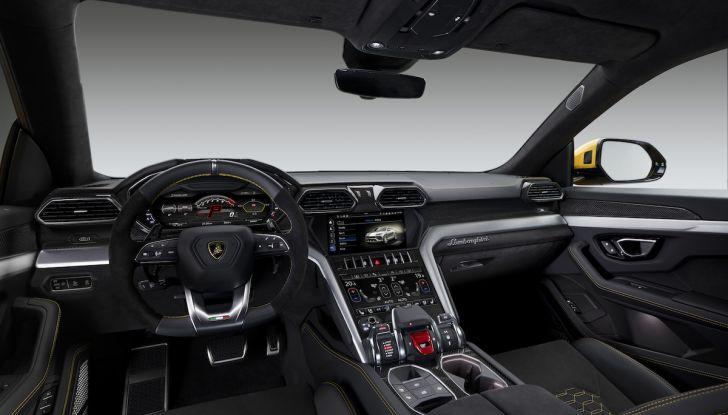 Lamborghini Urus, il SUV da 650CV per abbattere i confini della guida - Foto 17 di 27