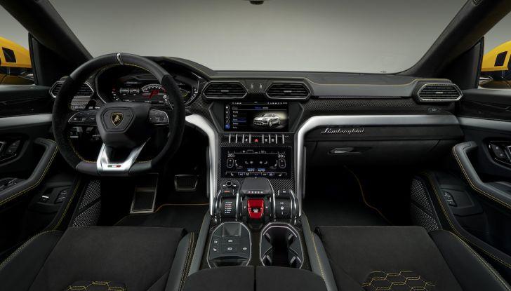 Lamborghini Urus, il SUV da 650CV per abbattere i confini della guida - Foto 18 di 27