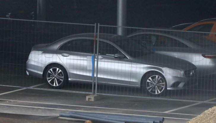 Mercedes Classe C Facelift 2018, immagini e dati tecnici - Foto 1 di 12