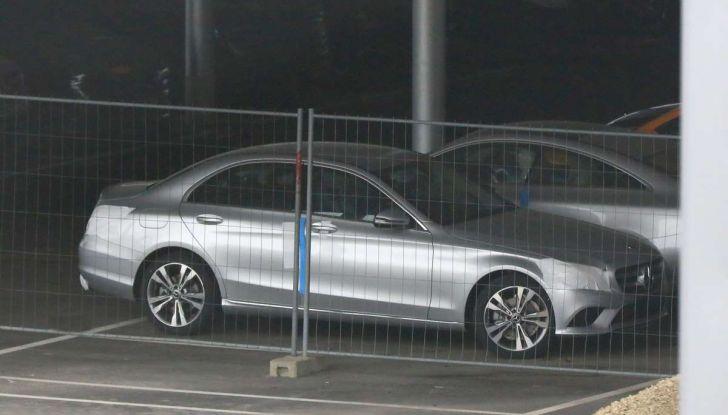 Mercedes Classe C Facelift 2018, immagini e dati tecnici - Foto 7 di 12