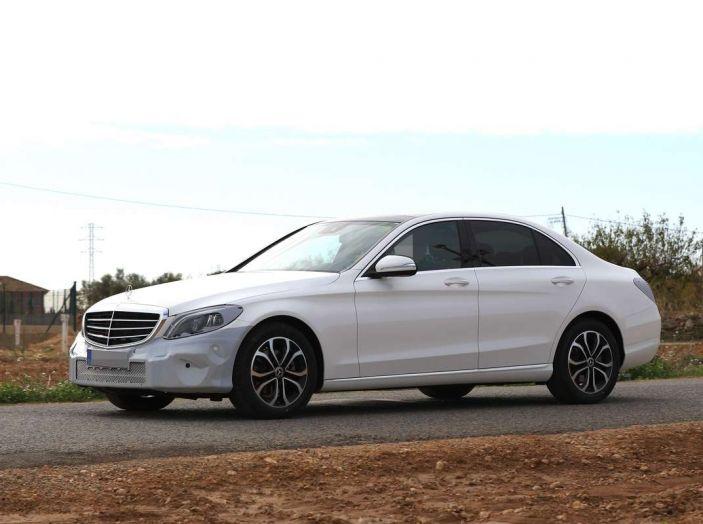 Mercedes Classe C Facelift 2018, immagini e dati tecnici - Foto 9 di 12