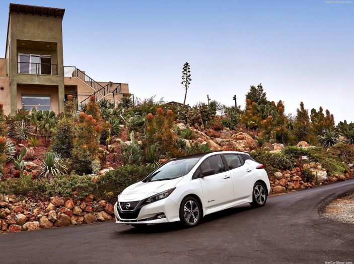 Nissan punta a 1 milione di auto elettriche entro il 2022 - Foto 9 di 12