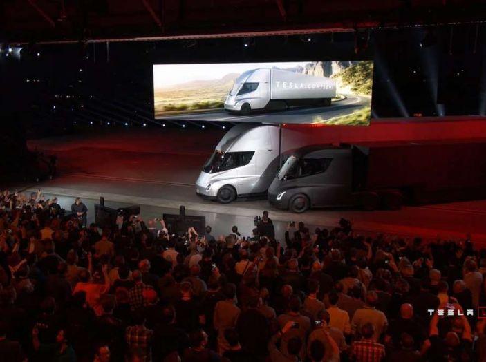 Tesla Semi Truck, il camion elettrico che rivoluziona i trasporti - Foto 6 di 18
