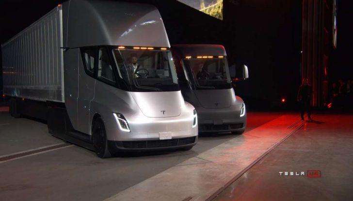 Tesla Semi Truck, il camion elettrico che rivoluziona i trasporti - Foto 7 di 18