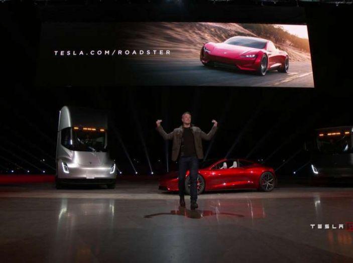 Tesla Semi Truck, il camion elettrico che rivoluziona i trasporti - Foto 3 di 18