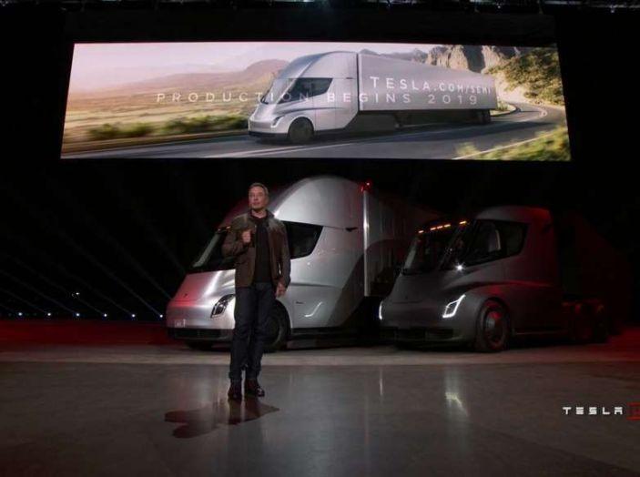 Tesla Semi Truck, il camion elettrico che rivoluziona i trasporti - Foto 15 di 18