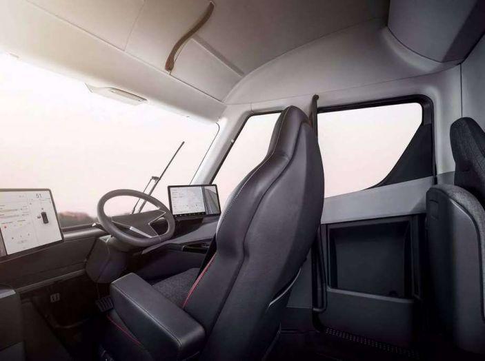Tesla Semi Truck, il camion elettrico che rivoluziona i trasporti - Foto 17 di 18