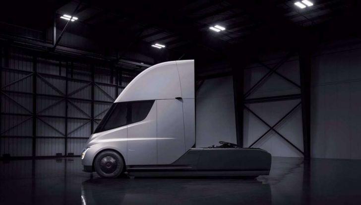 Tesla Semi Truck, il camion elettrico che rivoluziona i trasporti - Foto 18 di 18