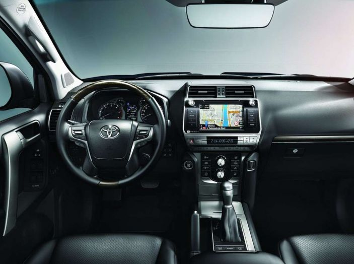 Toyota Land Cruiser restyling 2018, informazioni e dati tecnici - Foto 9 di 17