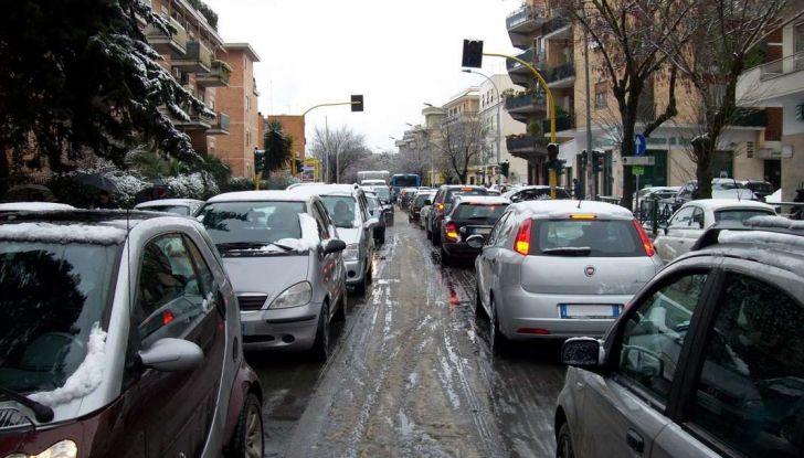 Roma, record europeo per l'utilizzo di mezzi privati - Foto 2 di 11