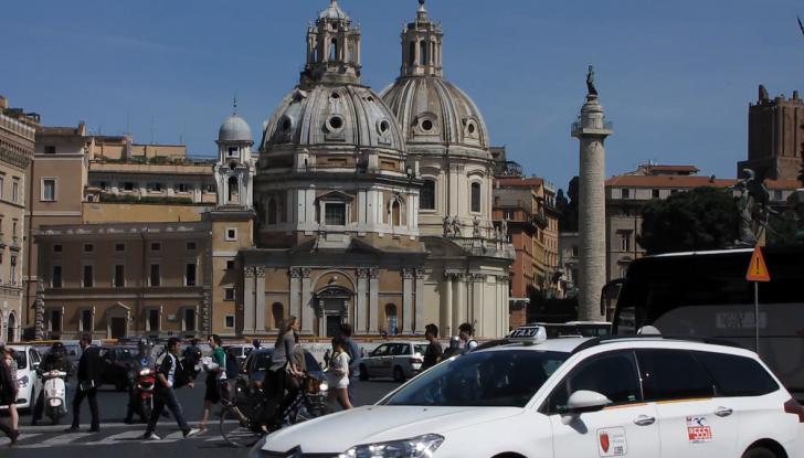 Roma, record europeo per l'utilizzo di mezzi privati - Foto 3 di 11