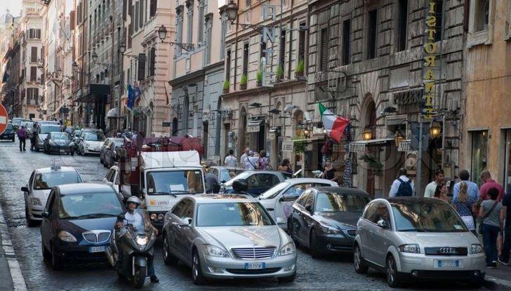 Roma, record europeo per l'utilizzo di mezzi privati - Foto 11 di 11