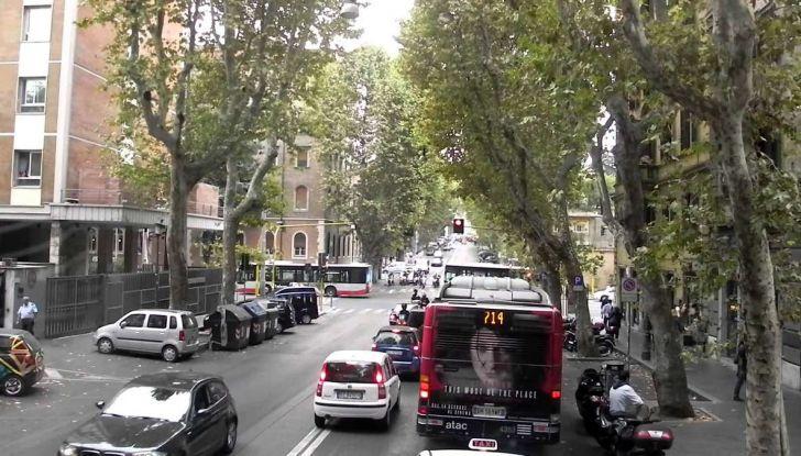 Roma, record europeo per l'utilizzo di mezzi privati - Foto 5 di 11