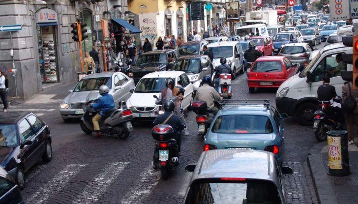 Roma, record europeo per l'utilizzo di mezzi privati - Foto 6 di 11