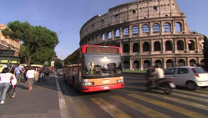 Roma, record europeo per l'utilizzo di mezzi privati - Foto 7 di 11