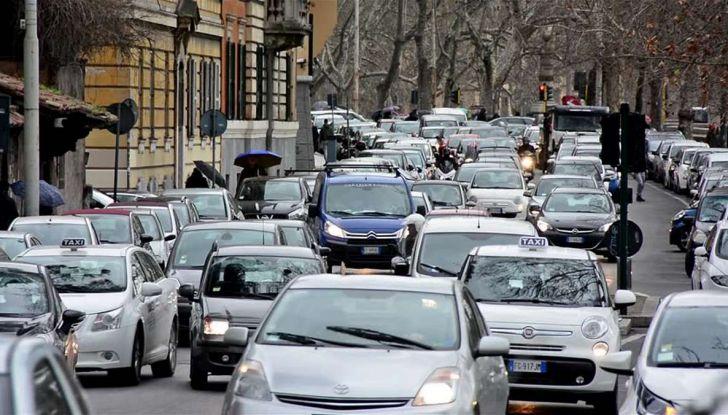 Roma, record europeo per l'utilizzo di mezzi privati - Foto 8 di 11