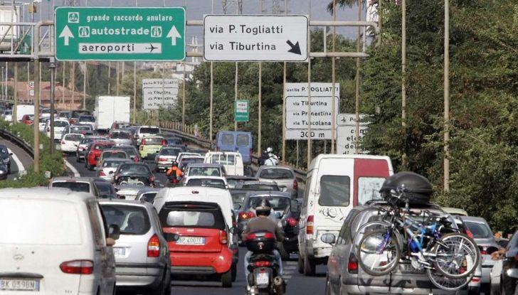 Roma, record europeo per l'utilizzo di mezzi privati - Foto 9 di 11