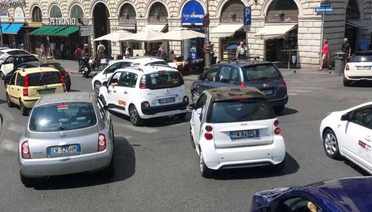 Roma, record europeo per l'utilizzo di mezzi privati - Foto 10 di 11
