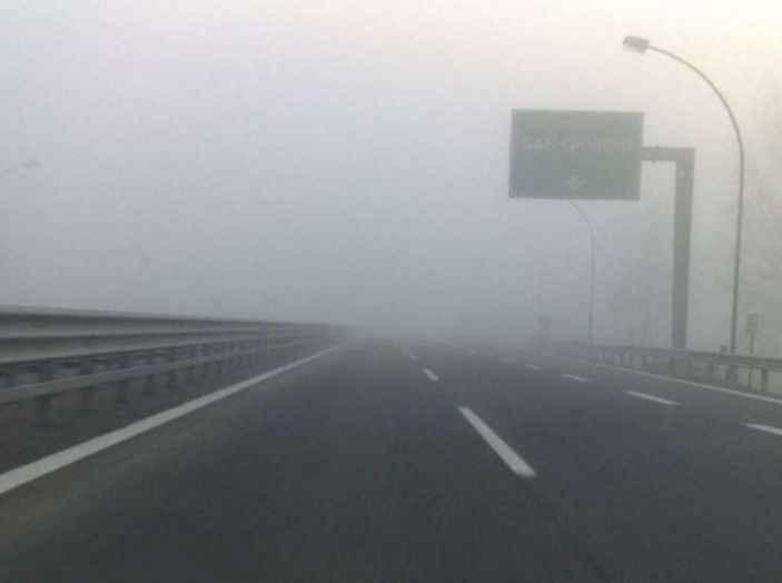 Visibilità ridotta causa nebbia, arriva il laser che illumina le strade - Foto 2 di 7