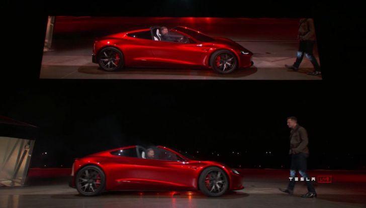 La nuova Tesla Roadster è l'auto più veloce del mondo, lo dicono i tester - Foto 8 di 16