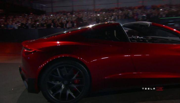 La nuova Tesla Roadster è l'auto più veloce del mondo, lo dicono i tester - Foto 9 di 16