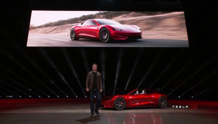 La nuova Tesla Roadster è l'auto più veloce del mondo, lo dicono i tester - Foto 10 di 16