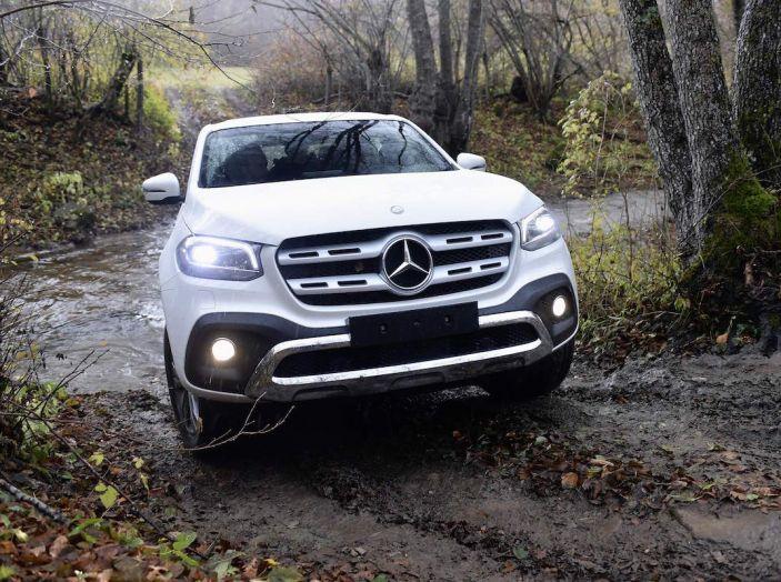 Mercedes-Benz Classe X: il primo pick-up Premium è firmato dalla Stella - Foto 10 di 17
