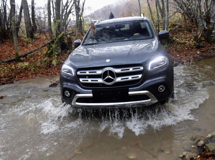 Mercedes-Benz Classe X: il primo pick-up Premium è firmato dalla Stella - Foto 2 di 17
