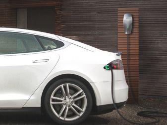 10 motivi per non comprare un'auto elettrica