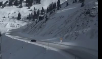 McLaren MP4-12C Spider, video sulle nevi del Loveland Pass in Colorado