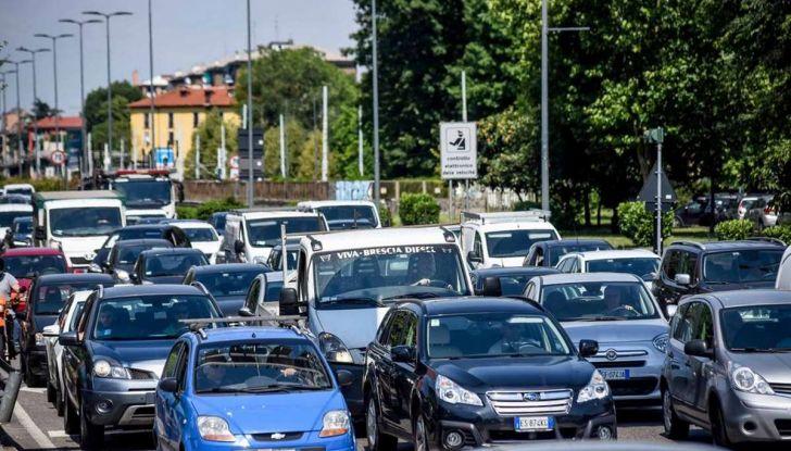 Come arrivare in auto al Duomo di Milano: la bravata di una influencer - Foto 2 di 9