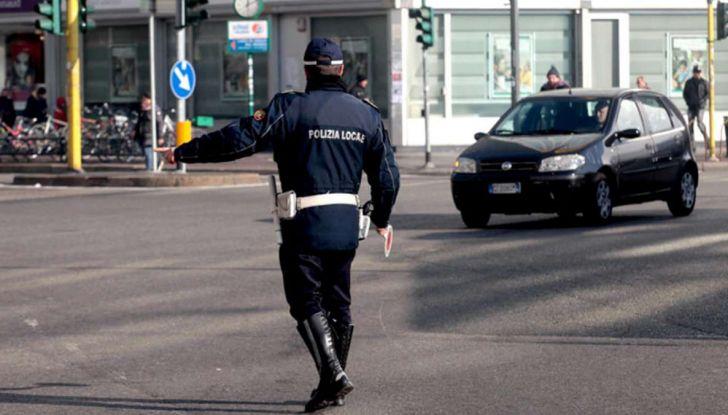 Come arrivare in auto al Duomo di Milano: la bravata di una influencer - Foto 3 di 9
