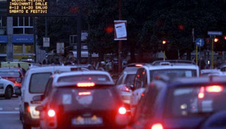 Come arrivare in auto al Duomo di Milano: la bravata di una influencer - Foto 4 di 9