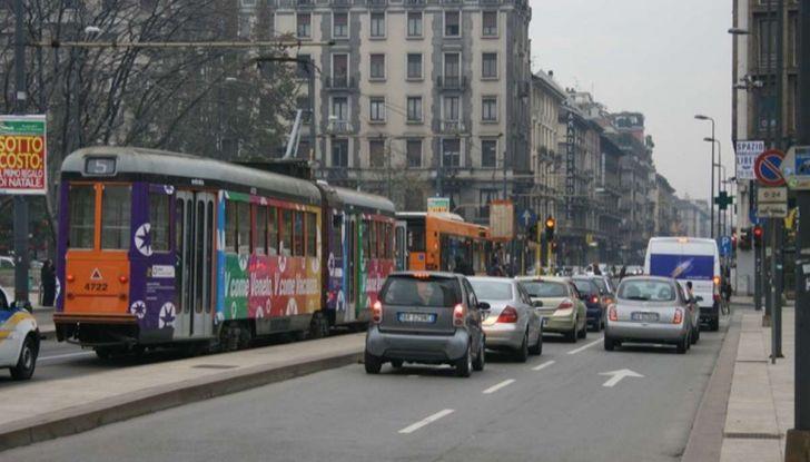 Come arrivare in auto al Duomo di Milano: la bravata di una influencer - Foto 5 di 9